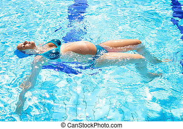 Beautiful relaxed pregnant woman in swimmingpool in summer -...