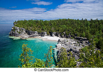 Indian Head Cove - Cliff along the shore of Georgian Bay in...