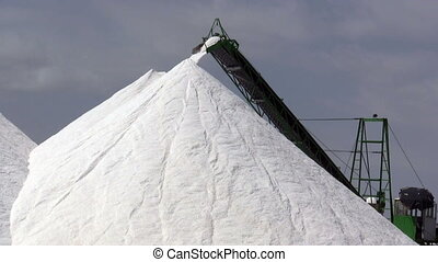 Extraction of salt, conveyor
