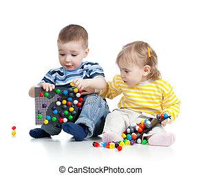 juego, aislado, dos, Plano de fondo, juntos, pequeño, blanco, niños