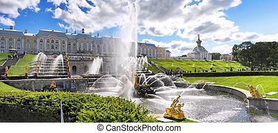 Grand cascade in Pertergof, Saint-Petersburg, Russia. -...