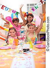 crianças, celebrando, aniversários
