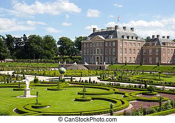 Paleis het Loo - Palace 'het Loo' and gardens. Apeldoorn,...