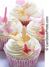 Wedding cupcakes - Cupcakes decorated with pink and gold...