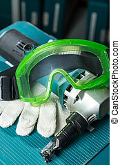 Notching scissors with protective workwear