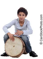 Menino, tocando, djembe