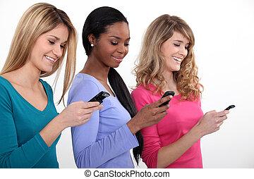 tres, joven, mujeres, Utilizar, su, móvil,...