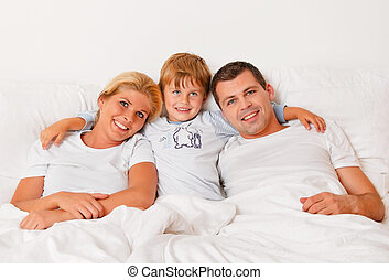 family is in the morning in bed