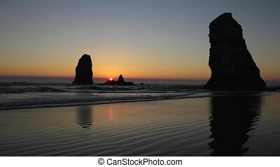 Sunset at Cannon Beach 1080p
