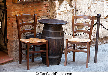 Tuscany - tables on the street