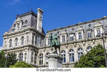 Hotel de Ville, Paris, France - Equestrian statue of tienne...