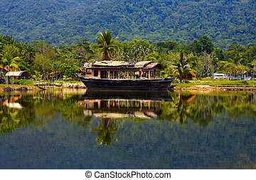 外來, 泰國, 地方