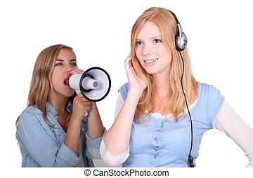 menina, Escutar, música, amigo, shouting, alto-falante