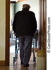 anciano, hombre, uso, paseante, (walking, frame)