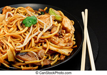 chicken chow mein - Chicken chow mein a popular oriental...