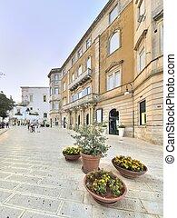 Scorcio della piazza centrale - La piazza centrale di...