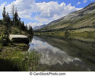 Montaña, lago, reflexión