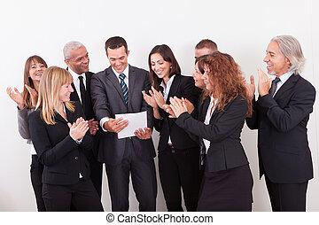 拍手喝采する, ビジネス, チーム