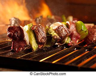carne de vaca, shishkababs, parrilla