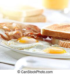 Toucinho, ovos, brinde, pequeno almoço