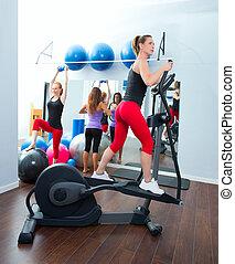 訓練, 女, エアロビクス,  crosstrainer, 楕円,  cardio