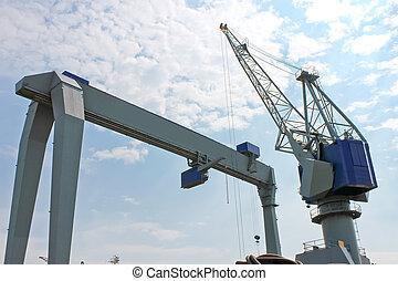 Gantry crane for unloading at the port