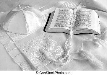 Jewish praing Items - Tallit, yarmulke and praying book