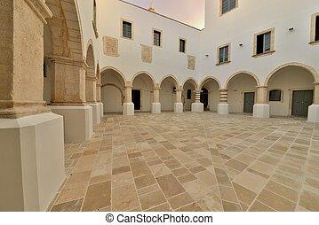 Edificio storico - Martina Franca - Atrio interno di un...