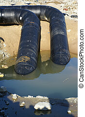 dos, Balck, metal, tubos, yendo, río