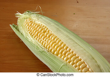 Fresh ears of corn - Whole fresh raw corn on the cob with...