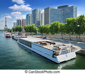 River Seine - The Eiffel tower and Quai de Grenellie in...