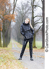 mujer, Llevando, negro, ropa, botas, Otoñal,...