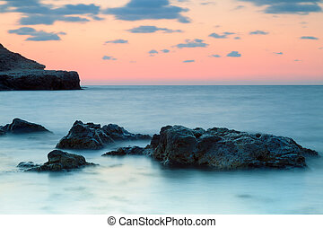 litoral, nebuloso, água, pôr do sol