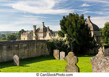Church and gateway in Chipping Campden - St James Church and...