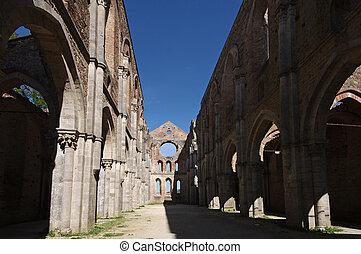 Abbazia di San Galgano - L'interno della famosa Abbazia in...