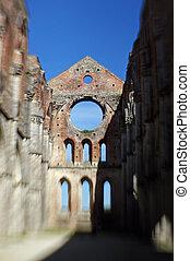 Abbazia di San Galgano - Fotografia con obiettivo...