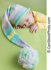 dormir, bebê, ENGRAÇADO, chapéu, verde,...