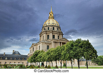 Invalides. - Chapel of Saint-Louis-des-Invalides in Paris,...