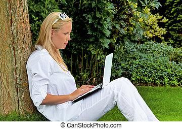 膝上型, 婦女, 電腦, 花園
