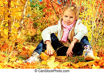 offspring - Portrait of a cute little girl posing at the...