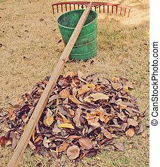 hojas, Pasar el rastrillo