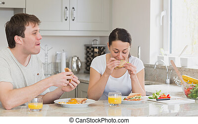 Young couple eating lunch
