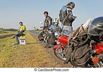 Bikers rest 153Kms before Indore - Indian motorbikers on...
