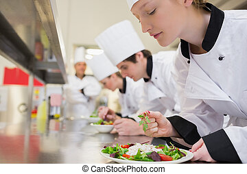 Chef, acabado, ella, ensalada, culinario, clase
