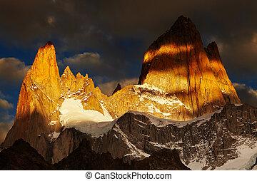 Mount Fitz Roy, Patagonia, Argentina - Mount Fitz Roy,...
