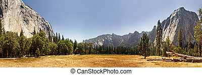 Panoramic view of Yosemite Valley, California - El Capitan...