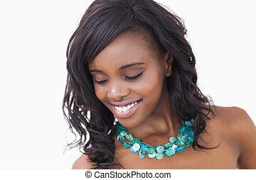 mujer, sonriente, Llevando, collar