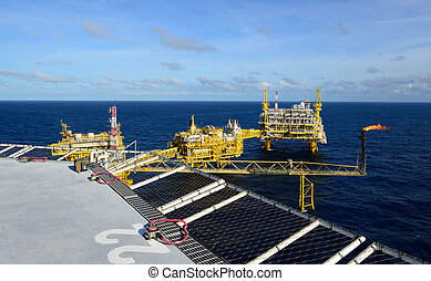The oil rig in the gulf of Thailand. - The oil rig platform...