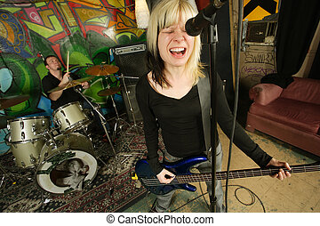 Female bass player scream