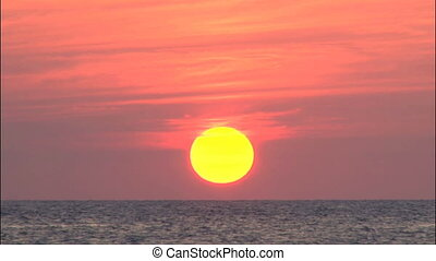 Sun going down till verizon line - Sunset moment till sun...
